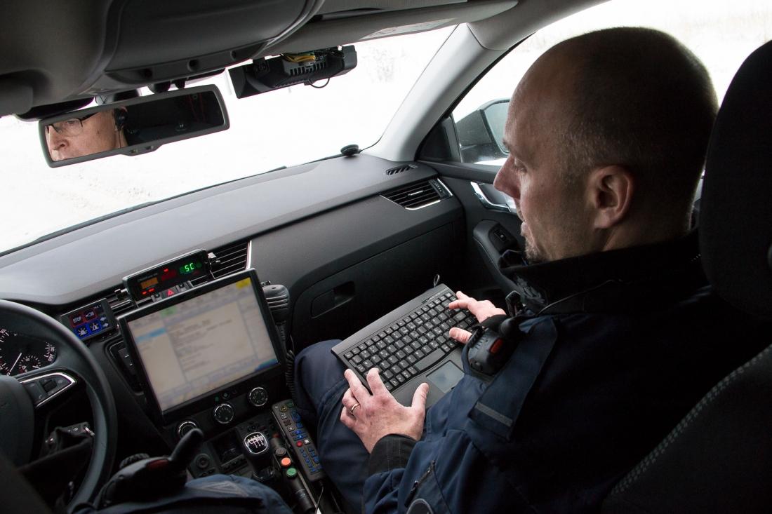 Poliisiauton rekisterikilpien lukulaite