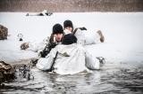 Yhdysvaltojen armeijan laskuvarjojoukot harjoittelevat talvisodankäyntiä Latviassa.