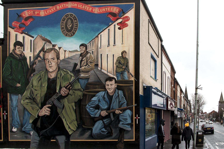 Shankill Road on protestanttialuetta, jonka seinämaalauksissa osoitetaan avoimesti tukea lojalistijengeille.